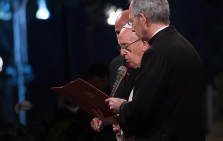 """Papa Francesco alla Via Crucis: """"Vergogna per sangue migranti e scandali nella Chiesa"""""""