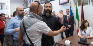 RAGGI DIMETTITI<br>Blitz di CasaPound: il sindaco lascia la sala
