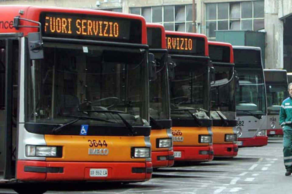 Venerdì sciopero dei trasporti: a rischio bus, treni, metro e aerei