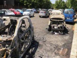 incendio-auto-torrino-roma-908225_tn