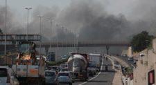 Fiamme sul Gra: chiusure e traffico in tilt