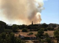 MONTEVERDE – Incendio a Villa Pamphilj: brucia per la terza volta il parco