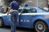 Prendono a calci un uomo per rubargli cellulare: 5 arrestati, uno è minorenne