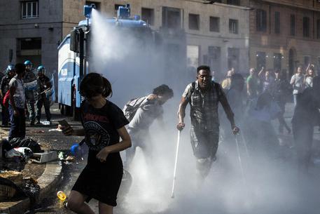 Migranti sgomberati, procura di Roma indaga su racket dei posti letto