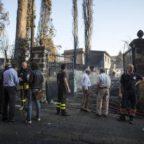 Emergenza incendi, due morti a Tivoli, hotel sgomberato a Castel Gandolfo, bloccata la Pontina