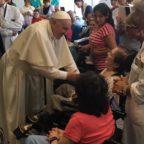 Blitz del Papa alla Fondazione Santa Lucia. Visita a sorpresa ai pazienti dell'Irccs di via Ardeatin...