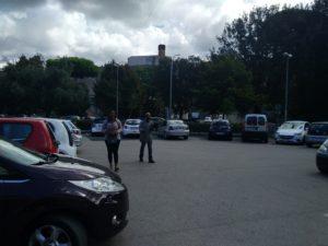 Roma - Il parcheggio del supermercato Pim in cui si trovava l'abusivo (affianco alla mendicante) che ha aggredito la nostra redazione (Foto: Online-News)