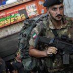 OTTAVIANO - Insulta una donna e aggredisce gli agenti di polizia, arrestato