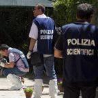 LATINA - Sorprende i ladri in casa: spara e ne uccide uno