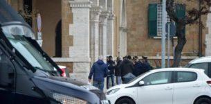 OSTIA – Filmato mentre prende mazzette: arrestato per corruzione dirigente del Municipio assieme a due imprenditori
