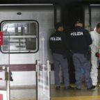 Roma, donna spinta sotto la metro: è grave Uomo ripreso da telecamere