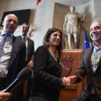 Pallotta chiede scusa alla Raggi per il tuffo nella fontanae dona 230 mila euro