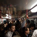Oltre 1600 persone bloccate nella metro di Roma: il video dell'evacuazione dei passeggeri
