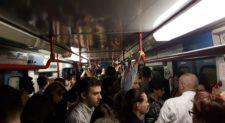 Oltre 1600 persone bloccate nella metro di Roma:<br> il video dell&#8217;evacuazione dei passeggeri