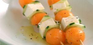 Spiedino di frutta con il formaggio