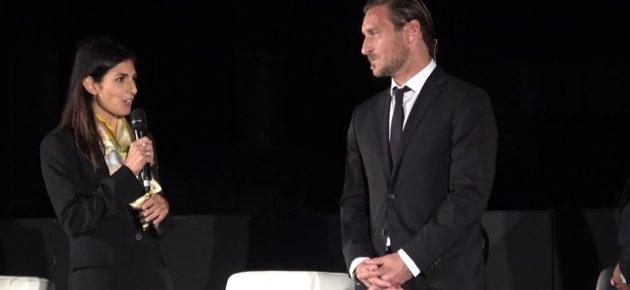 """Totti, Raggi: """"Io e Francesco andavamo alla stessa scuola"""". Il Capitano: """"Quando c'andavo"""""""