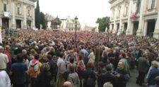 &#8216;Roma dice basta&#8217;<br> grande sit in in Campidoglio contro il degrado