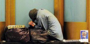 SAN LORENZO – Vigili buttano nel cassonetto coperte e cartoni di un senzatetto