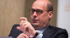 """Pd, Zingaretti: """"Candidato per cambiare il partito"""""""