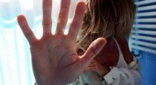 Ragazza 17enne si getta dalla finestra: a gennaio aveva denunciato una violenza