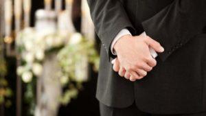 come-vestirsi-ad-un-funerale-copertina
