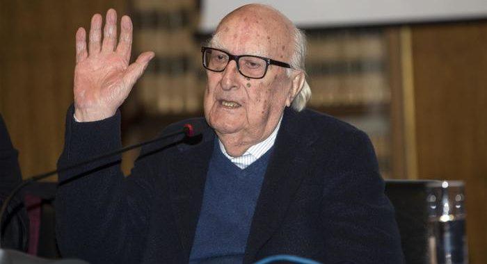 Addio ad Andrea Camilleri<br> a Roma i funerali del creatore di Montalbano