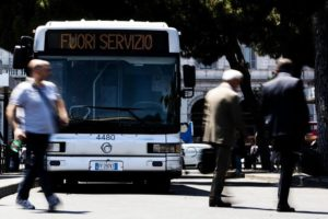 DISAGI IN TUTTA ITALIA, SI FERMANO TRENI, BUS E METRO