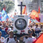 Whirlpool, corteo dei lavoratori a Roma: