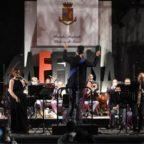 Santa Severa, la banda musicale Polizia omaggia Morricone