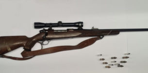 Ostia. Il commerciante di materassi con il fucile da guerra