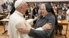 Papa Francesco alle Suore Salesiane: attente alla mondanità, è la strada del diavolo